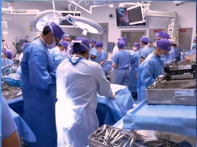 ΗΠΑ: Για πρώτη φορά τριπλή μεταμόσχευση προσώπου και χεριών στέφεται με