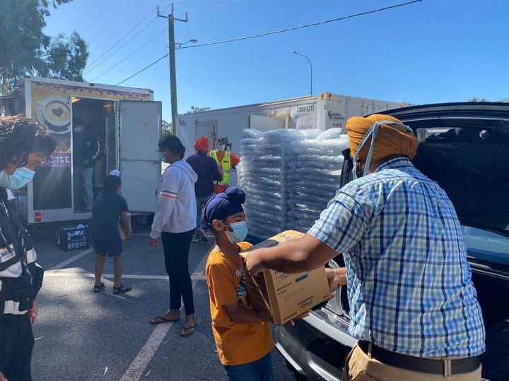 Volunteers from the Sikh Gurudwara in Bennett Springs deliver food and drinks to Perth firefighters.