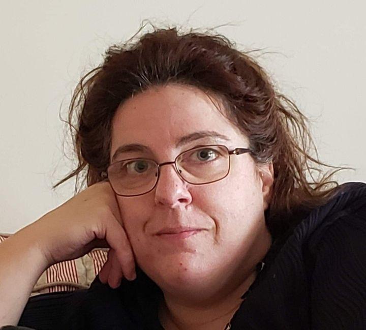 Annie Côté a lancé et gère le groupe Facebook RÉSILIENCE «flash tes lumières COVID19».
