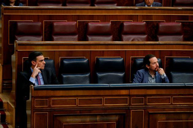 Pedro Sánchez (izq) y Pablo Iglesias en el Congreso el pasado 29 de