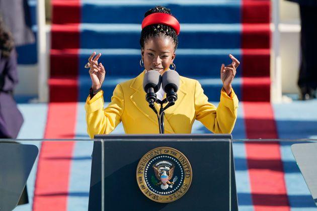 大統領就任式で詩を朗読したアマンダ・ゴーマン(2021年1月20日撮影)