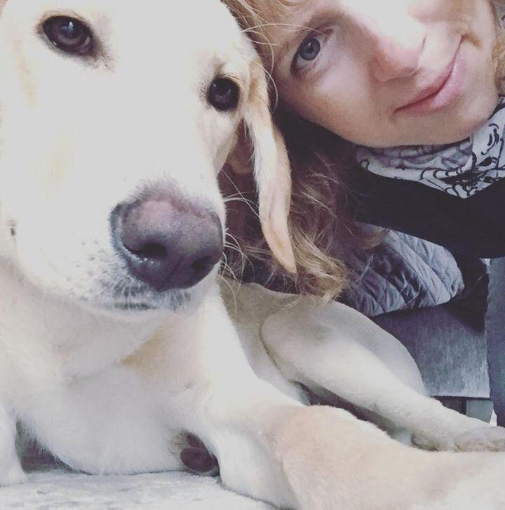 Tracy Strauss y su perro, Beau.