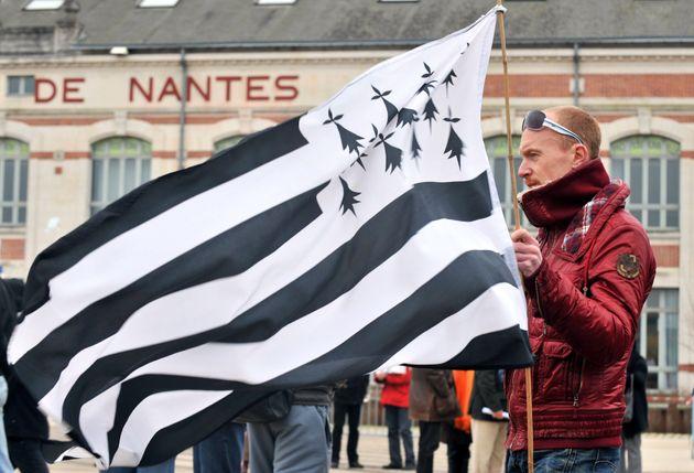 Ce vendredi 5 février, le Conseil municipal de Nantes a voté pour demander au gouvernement un référendum...