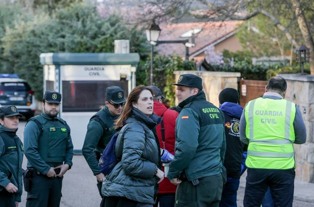 Agentes de la Guardia Civil durante un escrache de la Asociación Jusapol frente a la casa del vicepresidente...