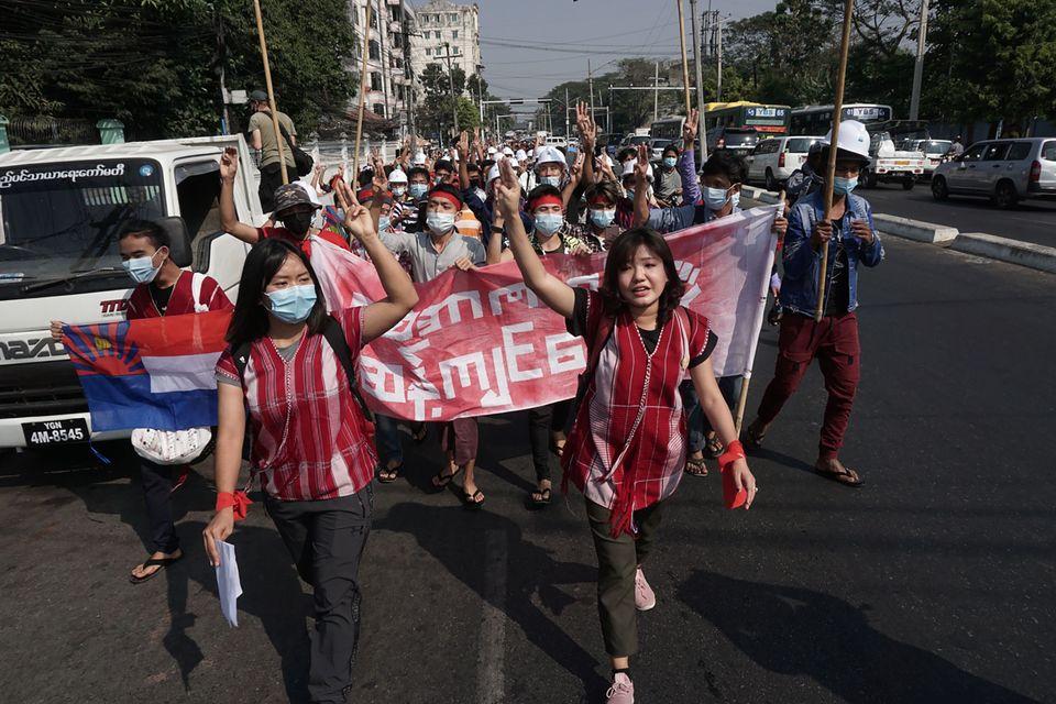 2월 6일 양곤 시내 시위대의