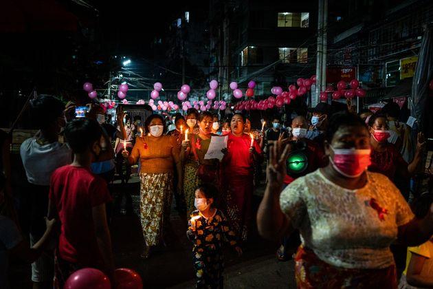 Μιανμάρ: Η χούντα έκλεισε το Ιντερνετ και τα social media ενώ οι διαδηλώσεις