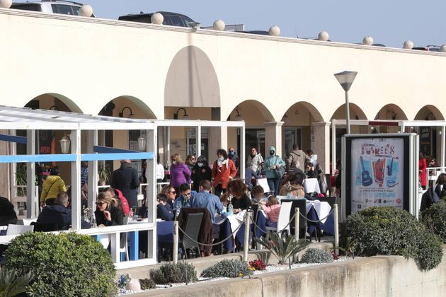 Litorale Romano e ristoranti presi d'assalto. 06 Febbraio, Ostia, Roma. ANSA/EMANUELE