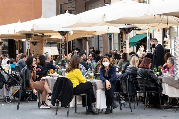 Le vie del centro di Roma nel primo sabato