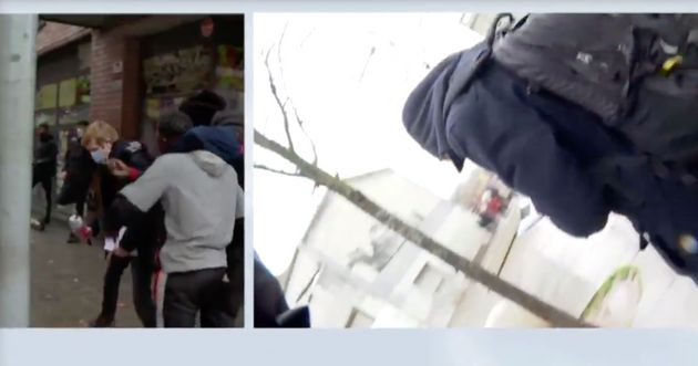 Dos hombres hostigan en directo a un periodista de