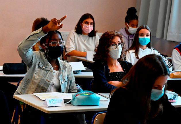 À partir de ce 8 février 2021, les masques artisanaux sont interdits dans les établissements...