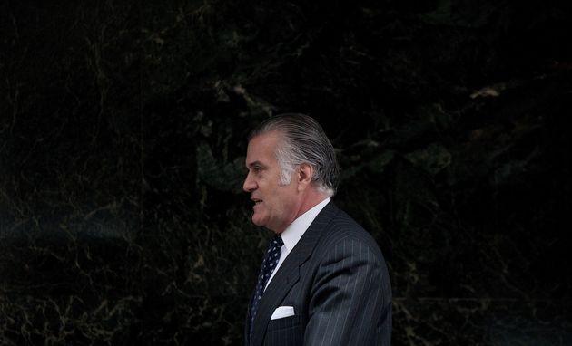 Luis Bárcenas, saliendo de la Audiencia Nacional, en