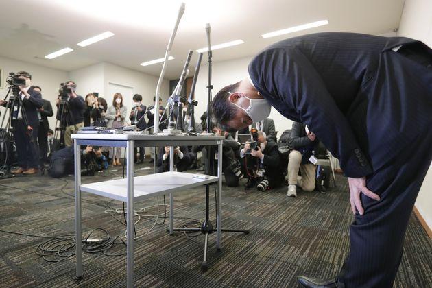 議員辞職を表明し、謝罪する公明党の遠山清彦衆院議員=2月1日、東京・永田町の衆院議員会館