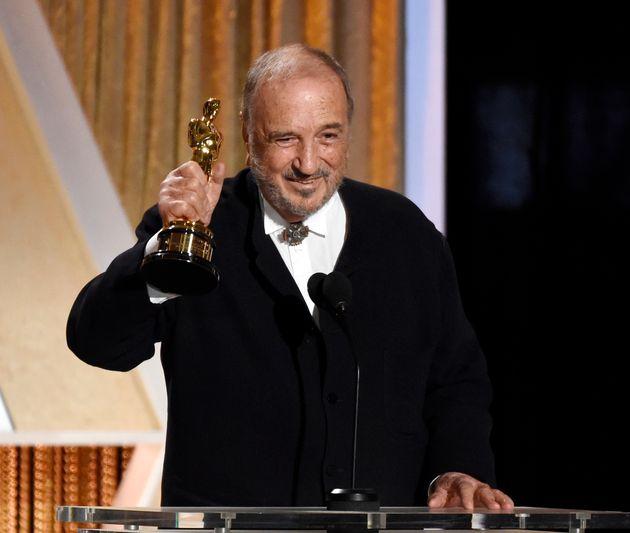 Jean-Claude Carriere recogiendo el Oscar honorífico en