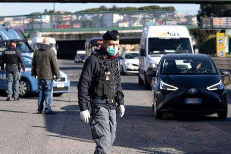 Zone rosse locali, poliziotti sovraccaricati e senza