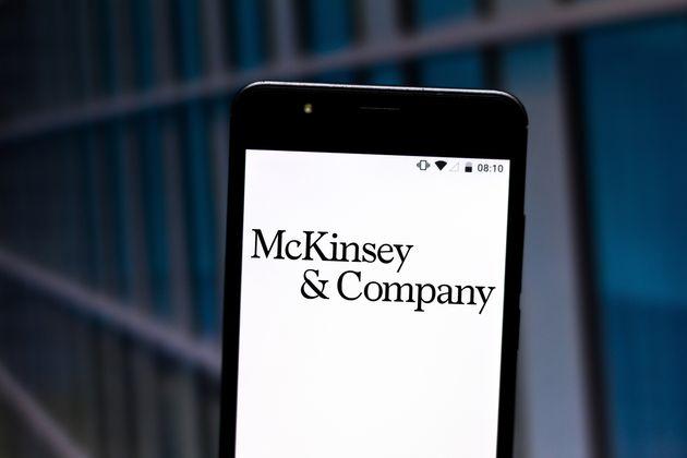 Un logo du cabinet de conseil McKinsey & Company (Photo Illustration by Rafael Henrique/SOPA Images/LightRocket...