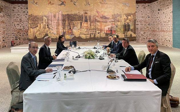 25 Ιανουαρίου 2021 Τουρκία 61οσ γύρος των διερευνητικών. Στην αριστερή πλευρά κάθεται η ελληνικής αντιπροσωπεία με επικεφαλής τον κ. Αποστολίδη