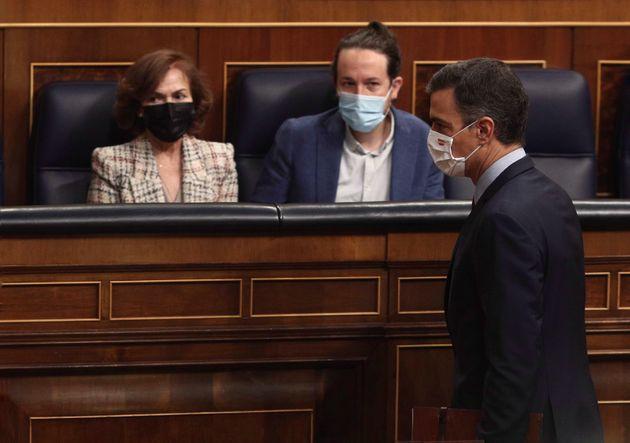 Carmen Calvo, Pablo Iglesias y Pedro Sánchez, en una imagen del Congreso en octubre de
