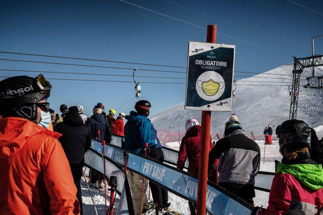Dans les Alpes, le 17 octobre 2020, les habitués du ski étaient présents pour l'ouverture...