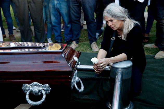 Patricia Nasutti, madre de Úrsula Bahillo, el pasado miércoles durante su entierro en