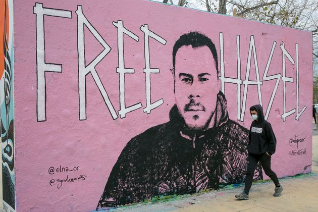 Un grafiti pide en Barcelona la libertad del