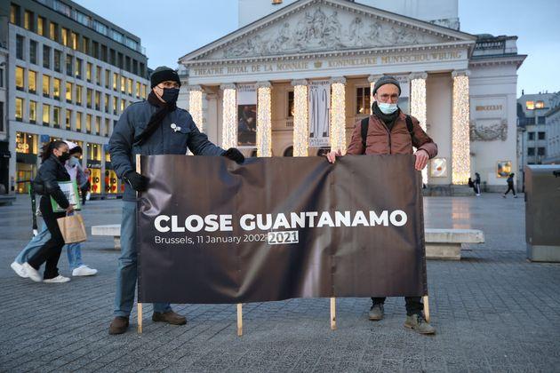 Biden veut fermer Guantanamo avant la fin de son mandat, comme Obama avant lui (Photo: à Bruxelles des manifestants demandent la fermeture de la prison de Guantanamo à l