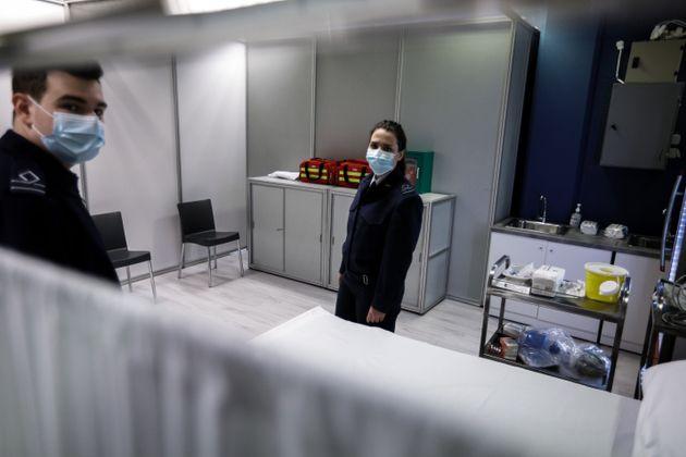 Μέσα στο Mega εμβολιαστικό κέντρο στο