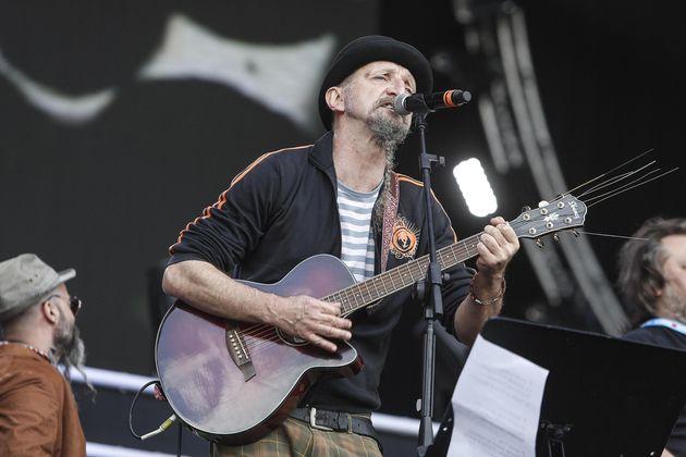 Enrico Greppi della Bandabardo' in piazza San Giovanni durante il concerto del primo Maggio, Roma, 1...