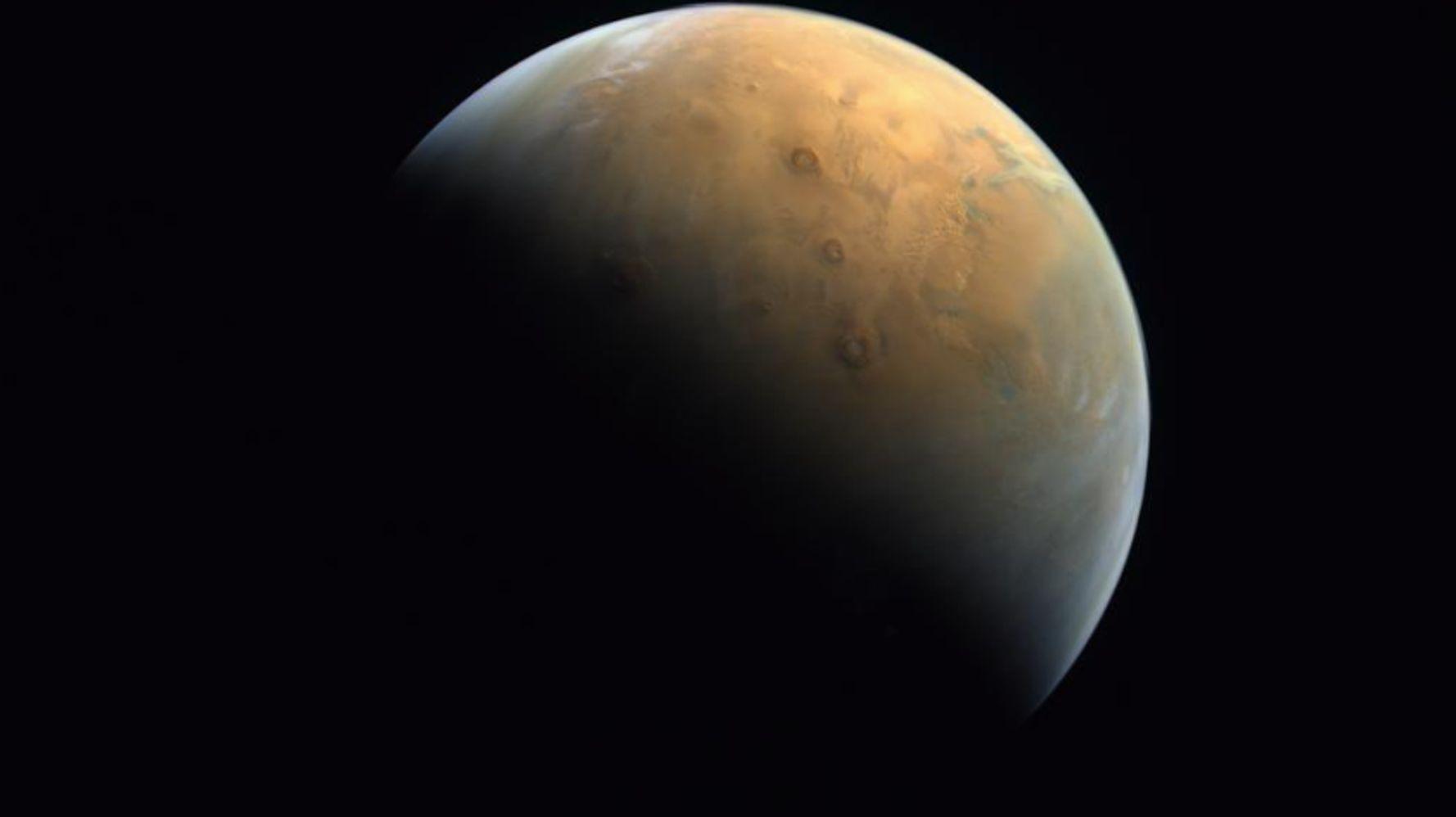 La première image de Mars envoyée par la sonde émiratie Hope