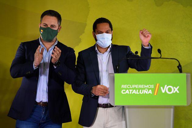 El candidato de Voz, Ignacio Garriga, junto a Santiago Abascal, celebran el resultado
