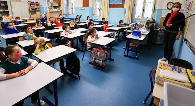 Le protocole allégé dans les écoles face au variant britannique passe mal (photo...
