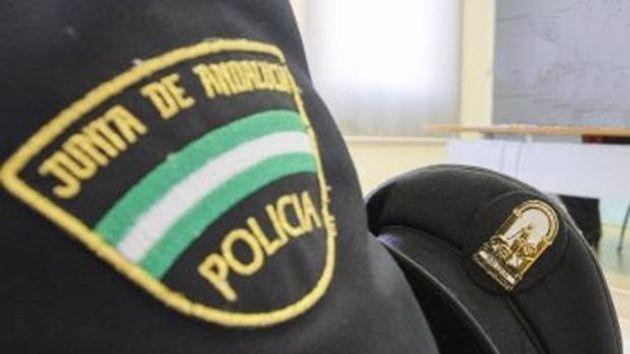 Un policía de la Junta de