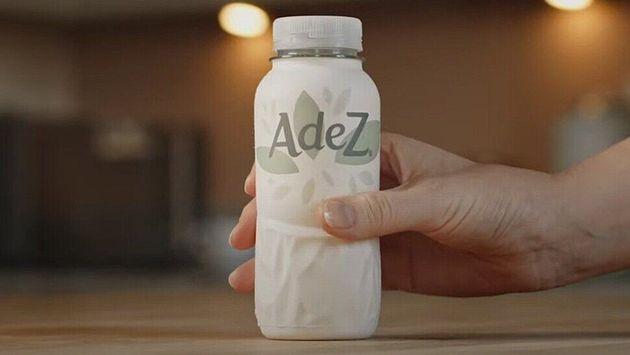 코카콜라는 올여름 재활용이 가능한 종이병에 과일탄산음료인 '아데즈'를 담아 시판한다고