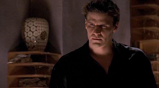 David Boreanaz dans le rôle d'Angel, au cours de la première saison de