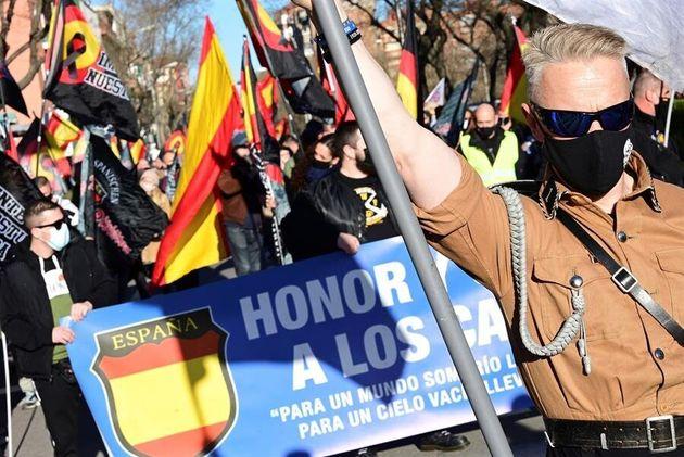 Un grupo de nazis asiste a una manifestación en homenaje a los caídos de la División...