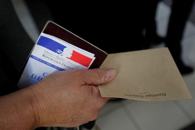Le Sénat rejette l'amendement polémique du gouvernement sur le vote par anticipation (photo...