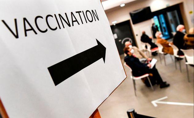 Quel est ce dispositif expérimental mis en place pour la vaccination en Seine-Saint-Denis (Photo...