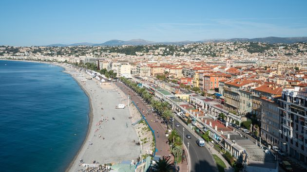 Une vue aérienne de la ville de Nice, dans les