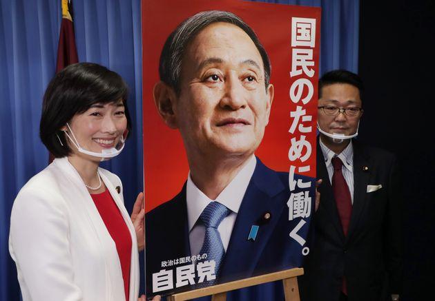 自民党の新ポスターを発表する丸川珠代・広報本部長(2020年10月撮影)