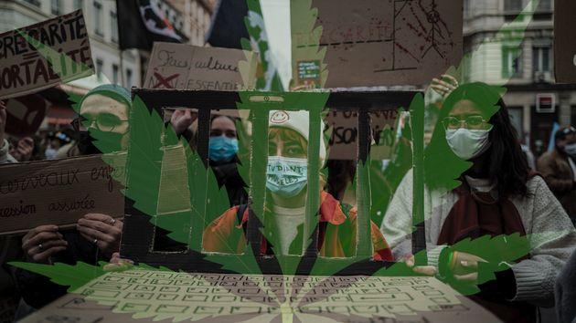 Des étudiants manifestent contre les conditions de vie précaires et l'enfermement qu'ils subissent en...