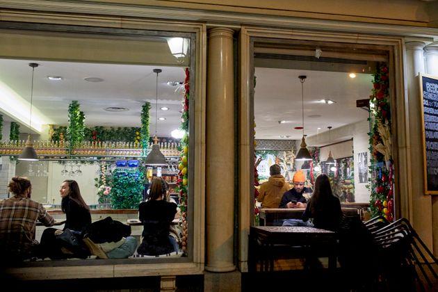 Imagen del interior de un restaurante en