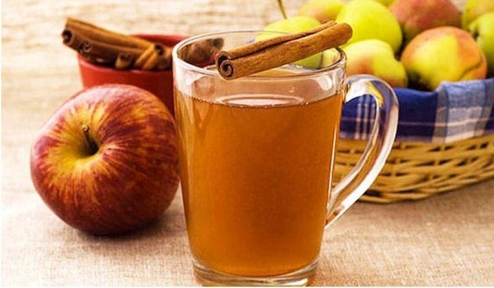 Χυμός μήλου με γεύση κανέλα