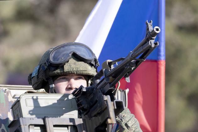 Ρώσος στρατιώτης μέλος της ειρηνευτικής δύναμης στο Ναγκόρνο