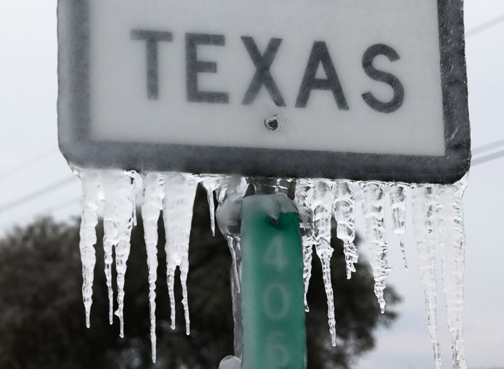 Freezing conditions in Texas have led Texan families to take drastic measures to keep their kids warm.