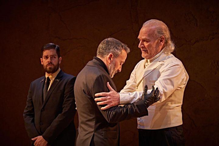 Lluis Homar y Rafa Castejón en una escena de 'El príncipe constante'.