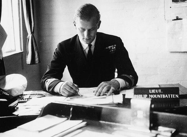El teniente Philip Mountbatten, antes de casarse con la princesa Isabel, el 1 de agosto de
