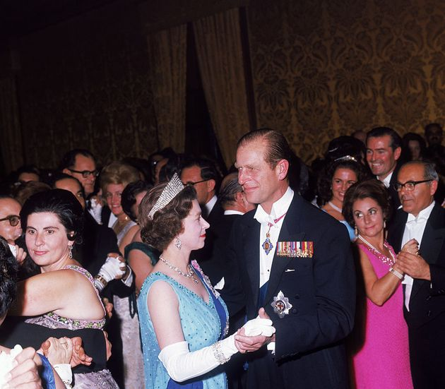 La reina Isabel II y el príncipe Felipe durante una visita real a Malta en noviembre de