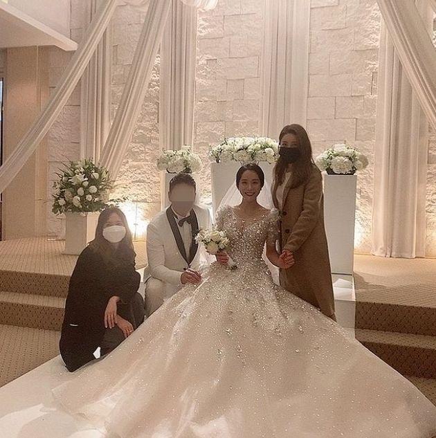 조민아의 결혼식에 쥬얼리 멤버 박정아와 서인영이