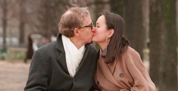 Woody Allen y Soon-Yi Previn en París en 1997.