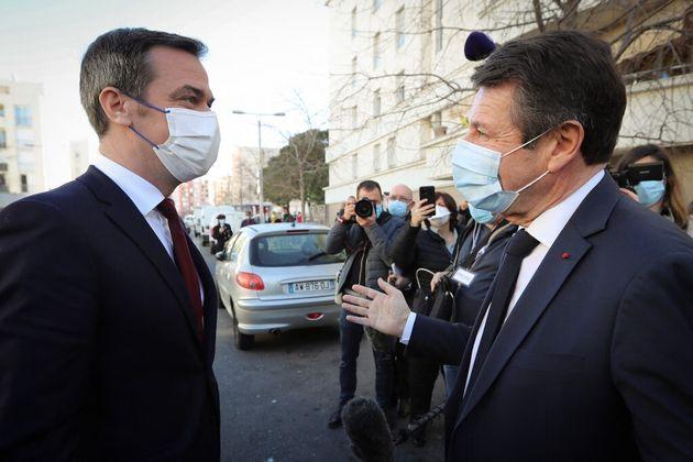 Olivier Véran en déplacement à Nice le 20 février 2021, face à Christian...
