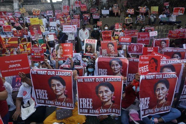 Manifestation contre le coup d'Etat en Birmanie, le 20 février